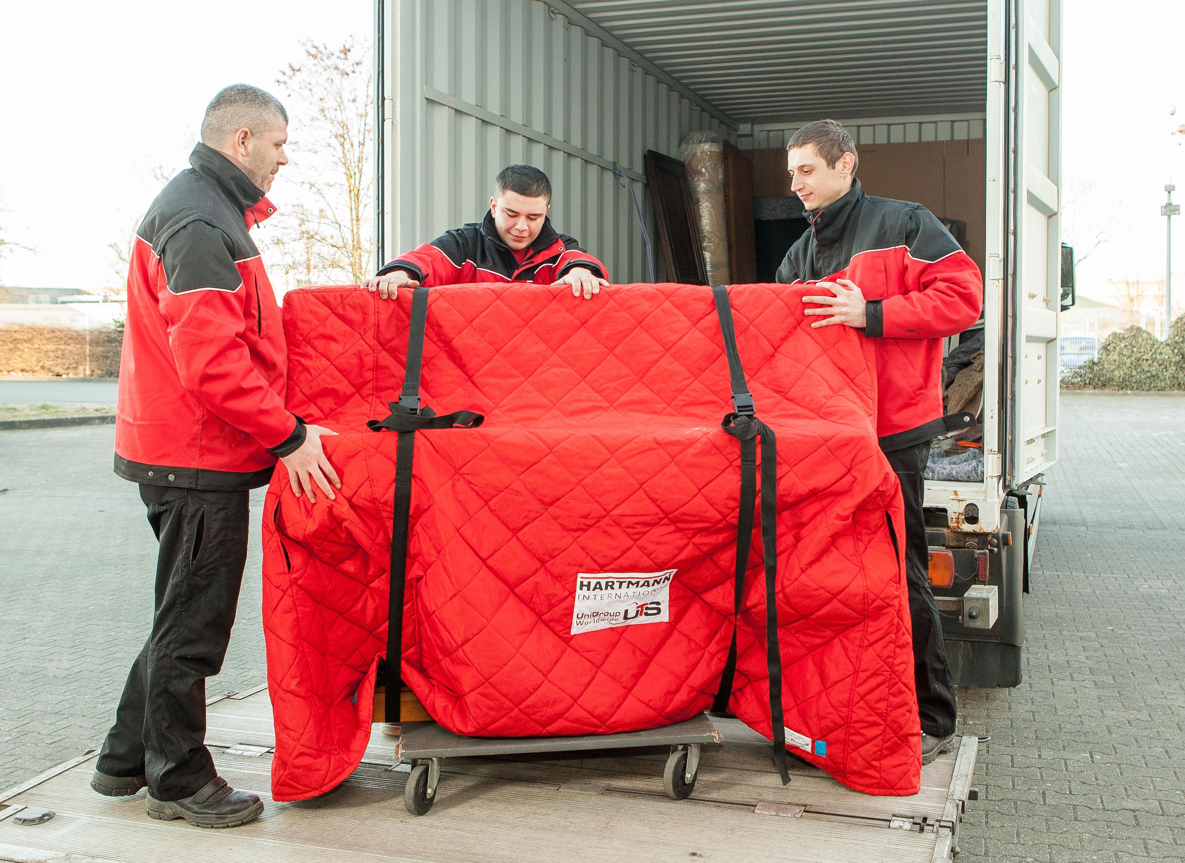 wir rollen euch den roten teppich aus hartmann international. Black Bedroom Furniture Sets. Home Design Ideas